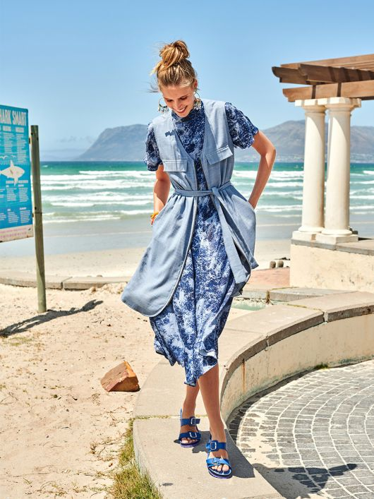 Сукня-жилет прямого крою з поясом