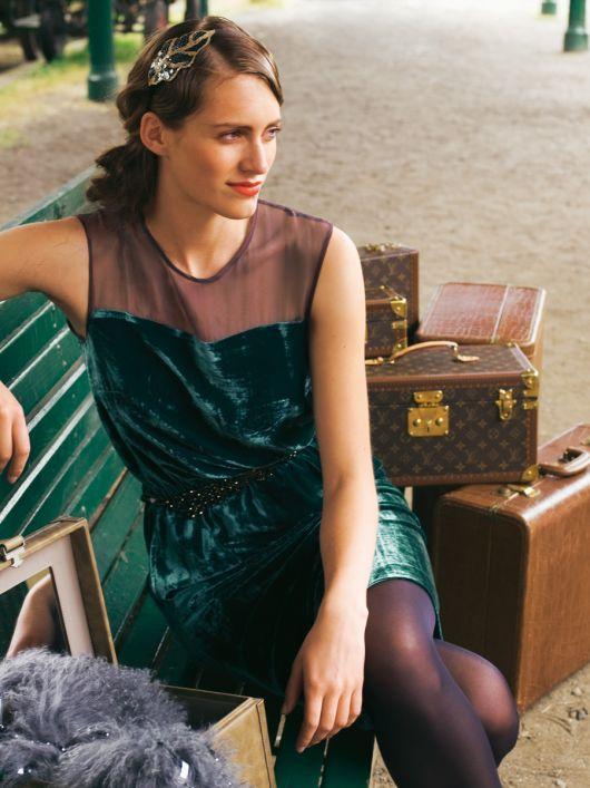 Сукня простого крою із шовкового оксамиту