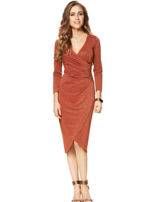 Сукня приталеного силуету з запахом і драпіровками