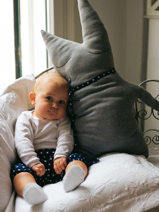 М'яка трикотажна іграшка-подушка для малят