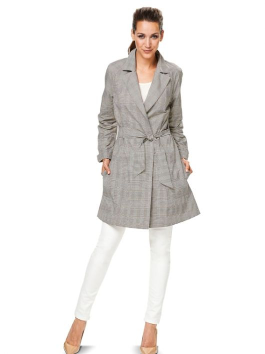 Плащ-пальто з рукавами реглан і поясом
