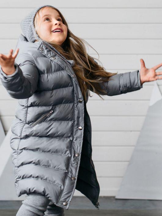 Пальто з коміром-стійкою і капюшоном