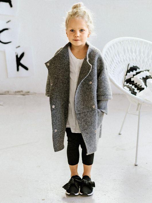 Пальто прямого крою з асиметричною застібкою