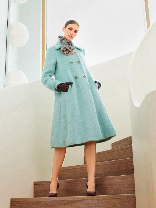Пальто розкльошеного крою в стилі ретро