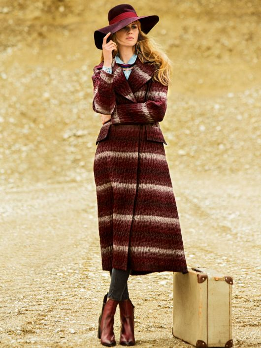 Пальто двобортне приталеного силуету