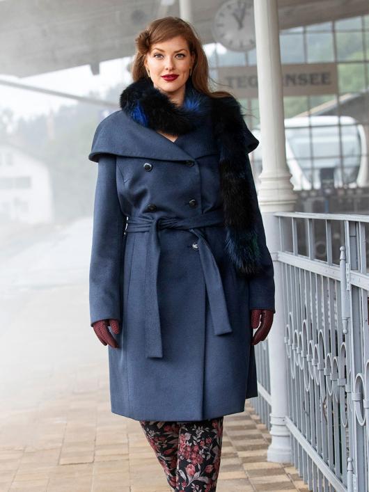 Пальто двобортне з великим коміром-пелериною