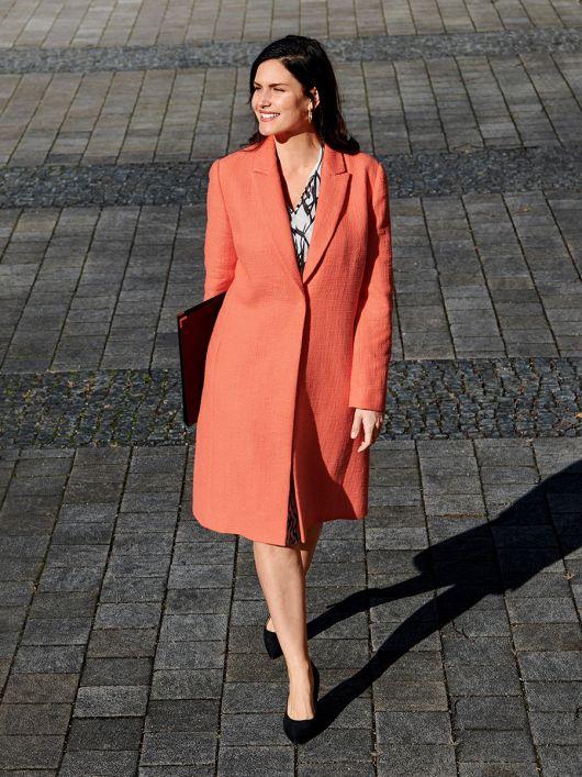 Пальто букле в стилі блейзера