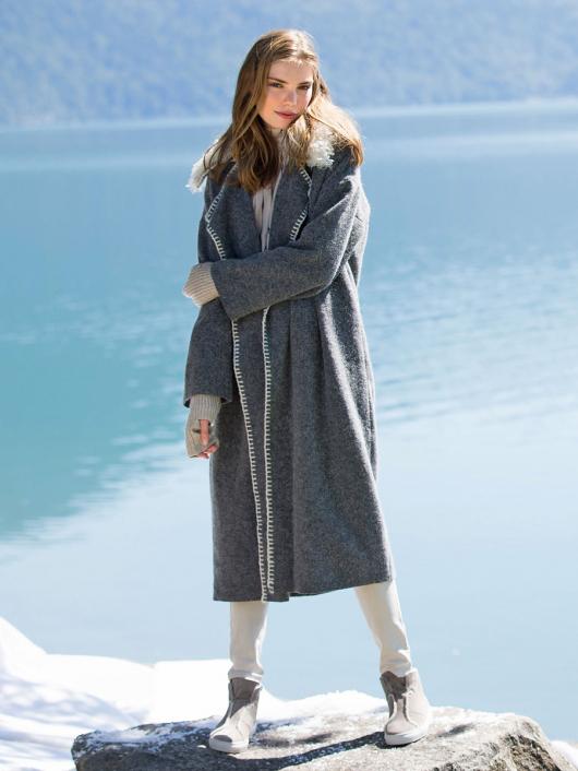 Пальто прямого крою зі знімним коміром