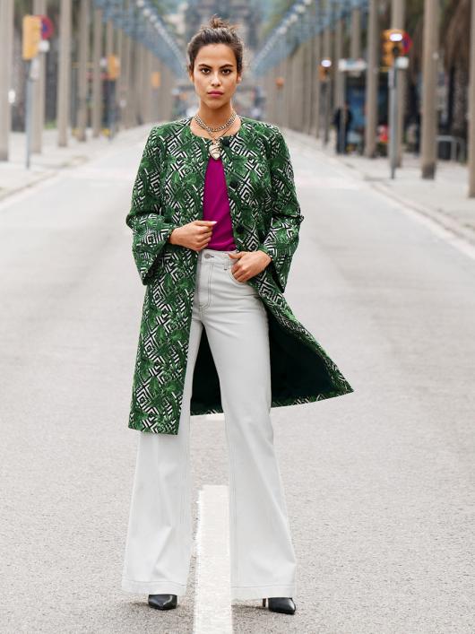 Пальто прямого крою з оборками на рукавах