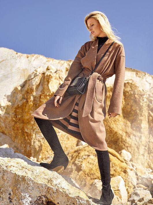 Пальто із суцільнокроєним коміром