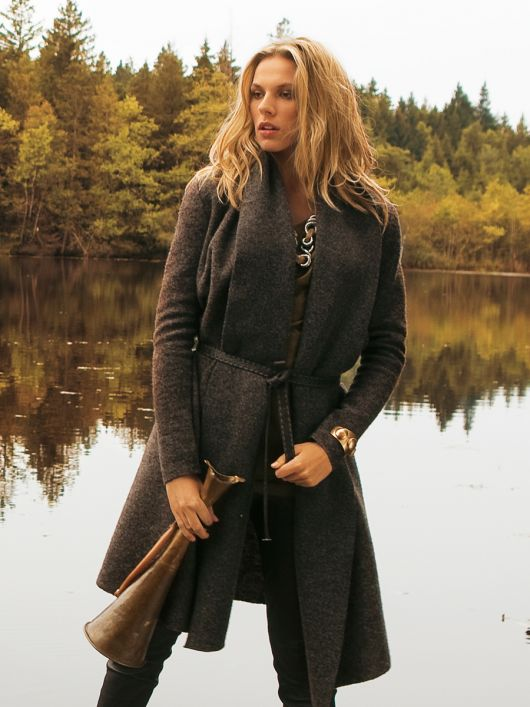 Пальто з валяного лодену з шалевим коміром