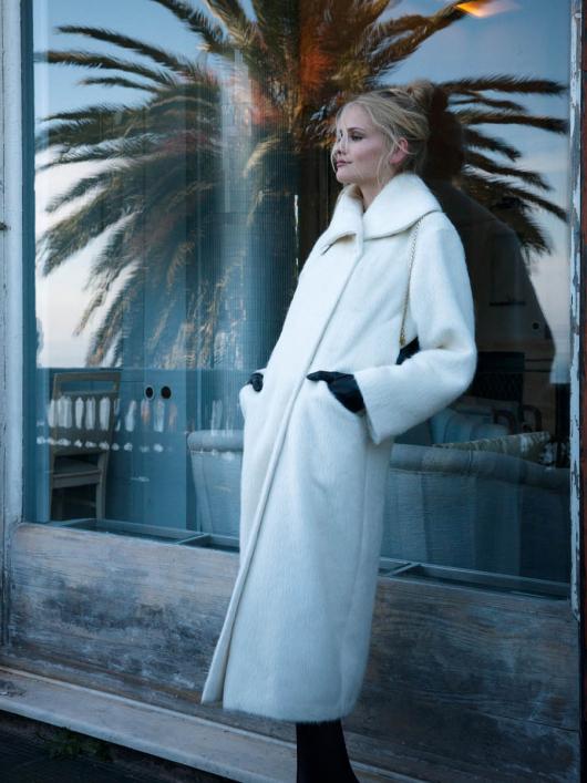 Пальто двобортне з широким коміром