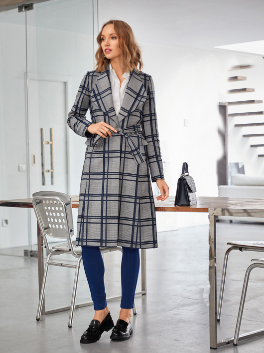Пальто приталеного крою з широкими лацканами