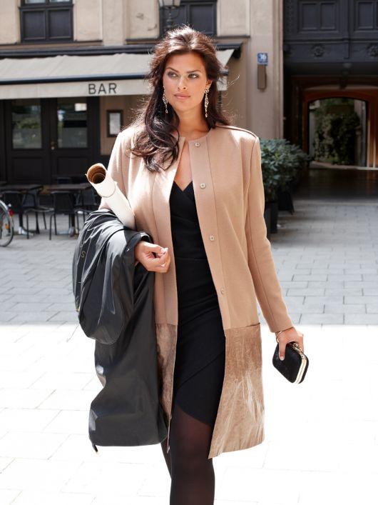 Пальто приталеного силуету із застібкою на кнопки