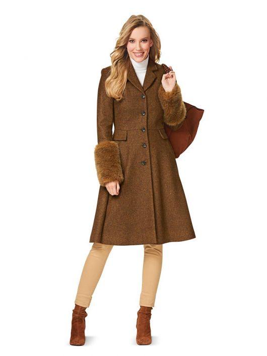 Пальто відрізне з хутряними одворотами на рукавах