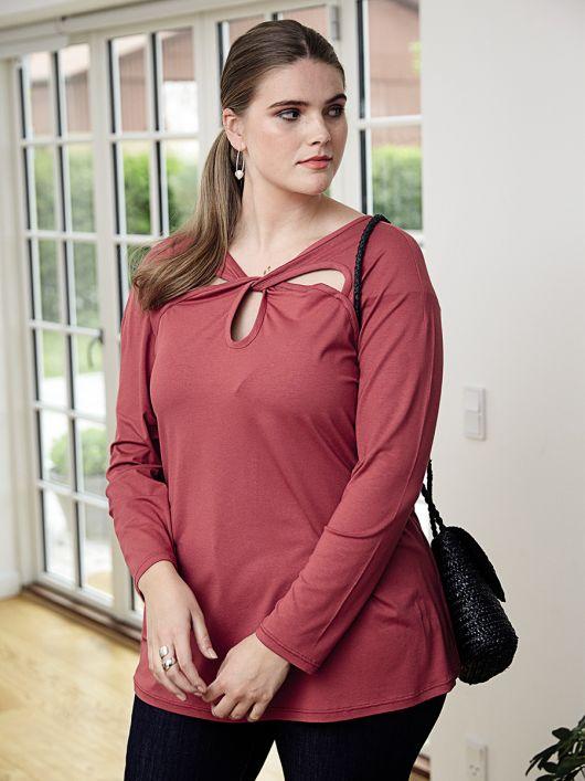 Блуза трикотажная с фигурными вирезами