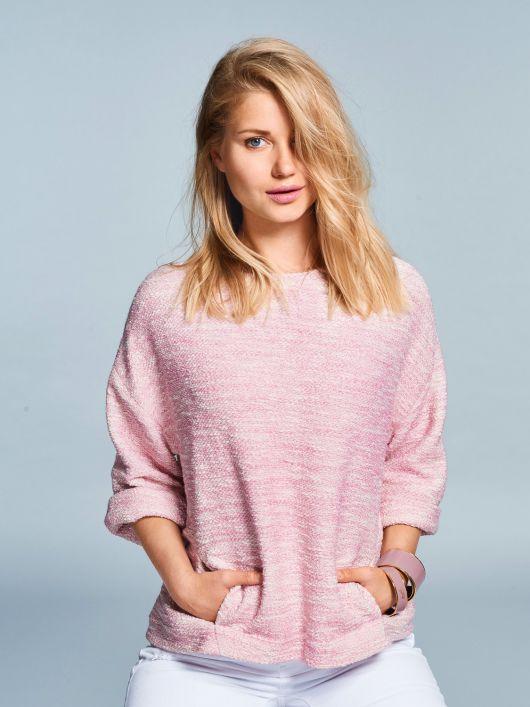 Пуловер з кишенями у рельєфних швах