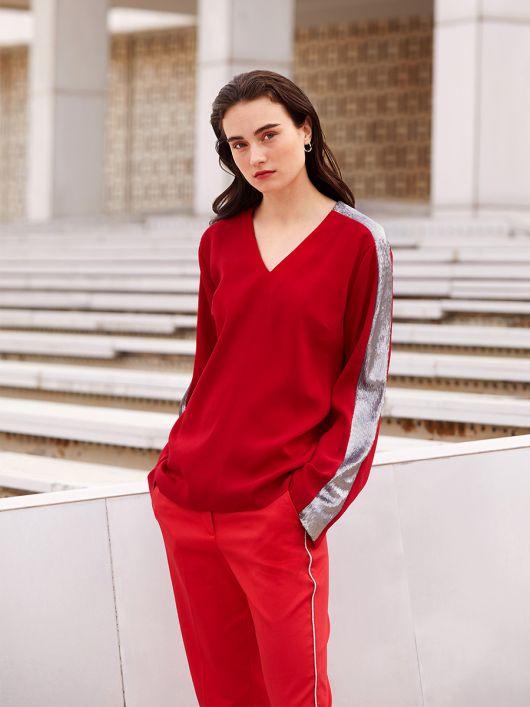 Блуза прямого кроя с пайетками на рукавах