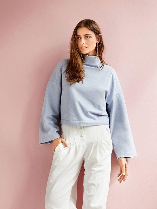 Пуловер короткий із суцільнокроєним коміром-стойкою