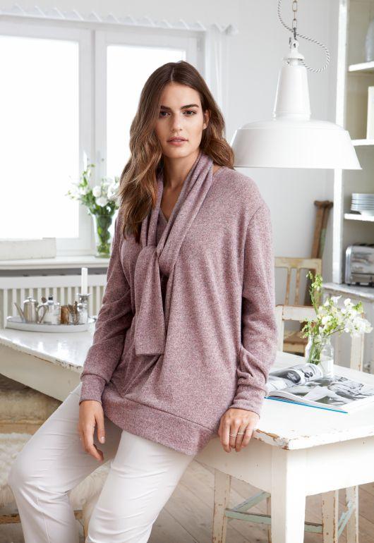 Пуловер з V-подібним вирізом