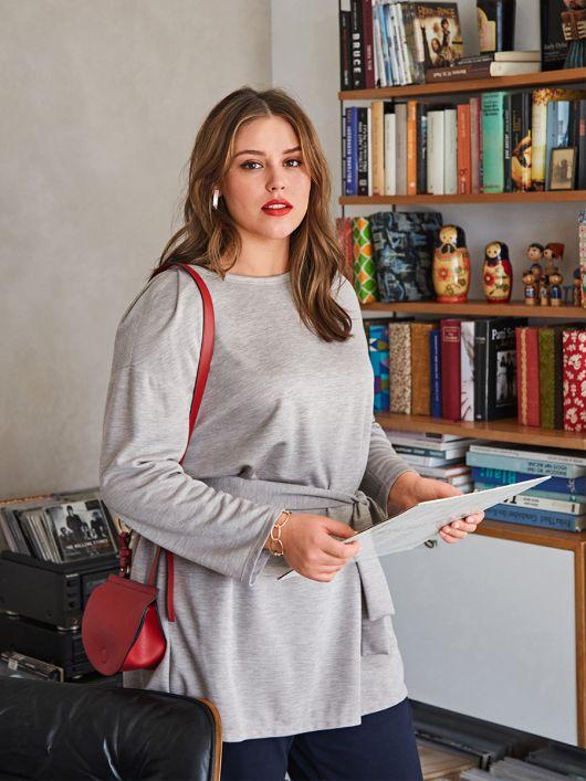Пуловер із променеподібними складками