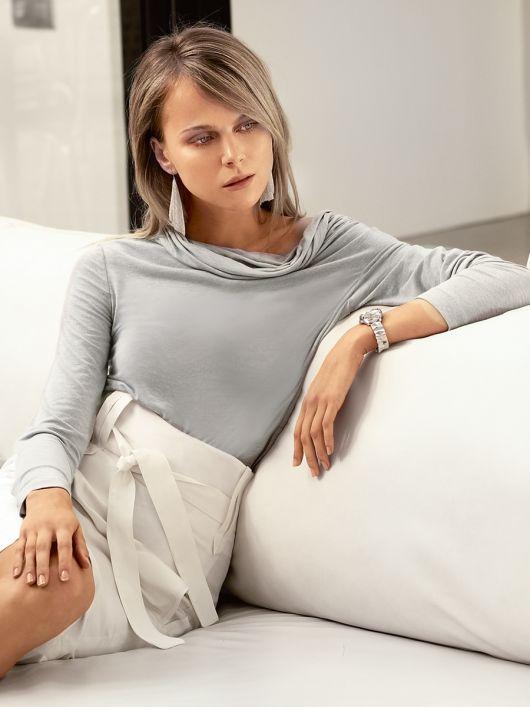 Пуловер з асиметрично вшитими рукавами
