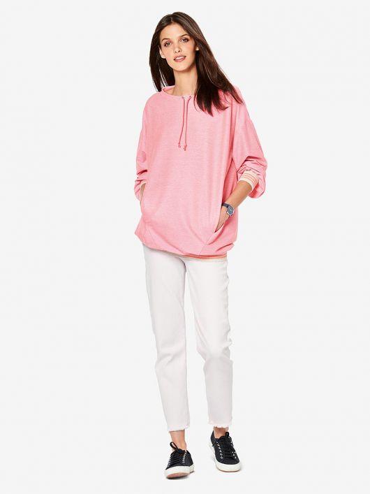 Пуловер с карманами в рельефных швах