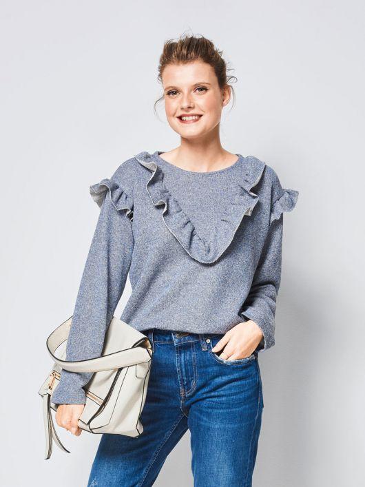 Пуловер прямого крою з оборками
