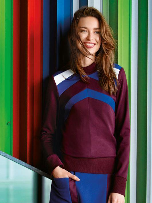 Пуловер прямого крою з коміром-стійкою