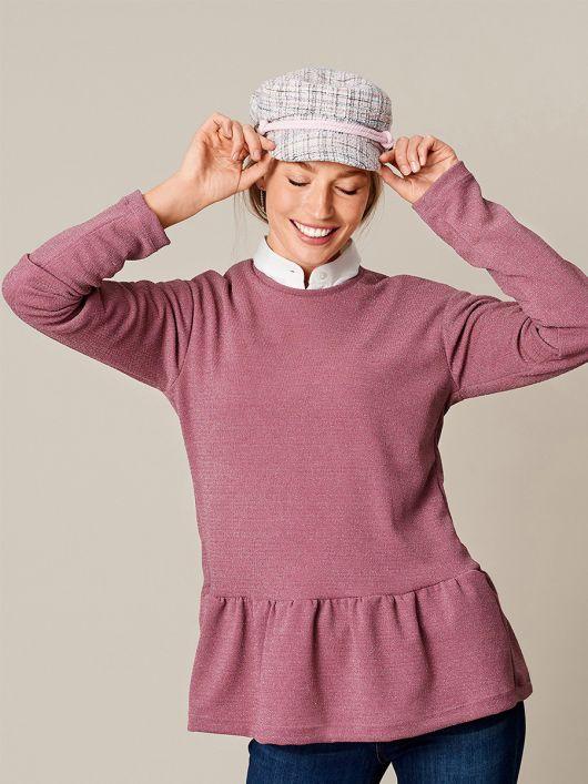 Пуловер простого крою з оборкою
