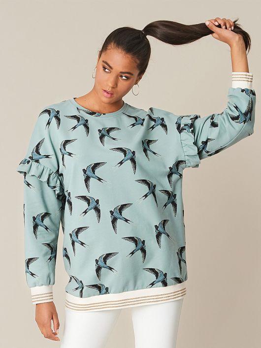 Пуловер з оборками уздовж пройм