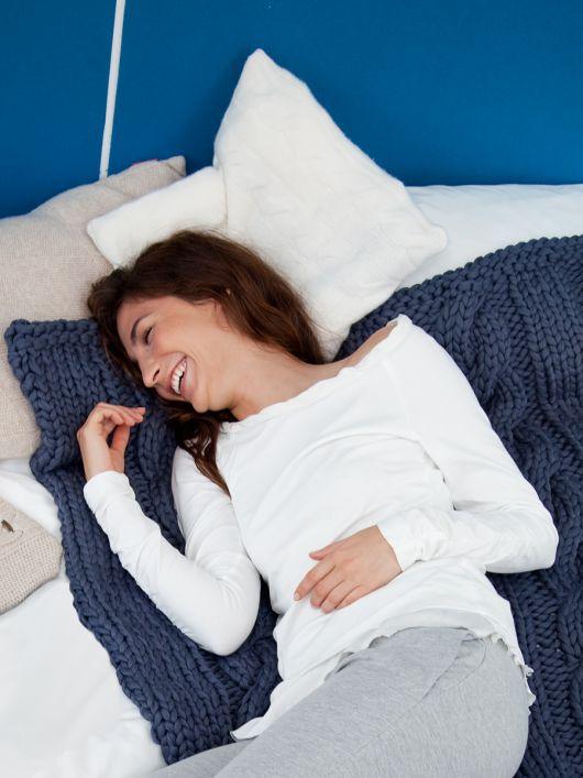 Пуловер приталеного крою з видовженими рукавами