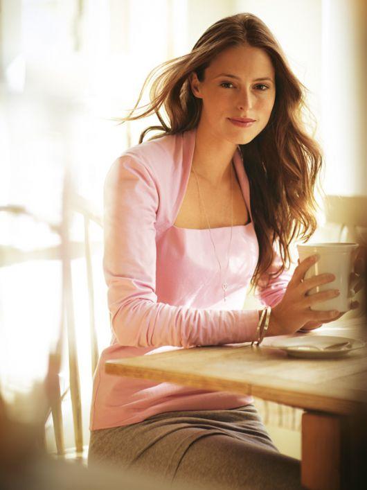Пуловер із широким вирізом і видовженими рукавами