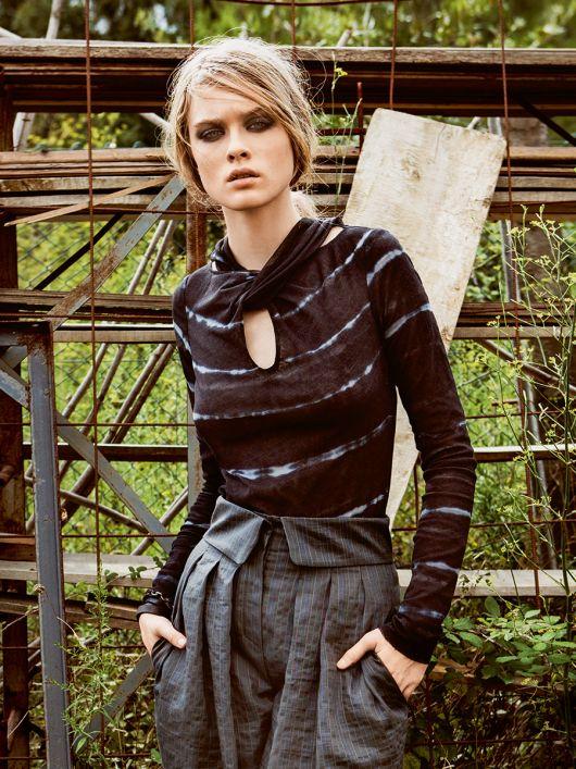 Пуловер з переплетеним коміром