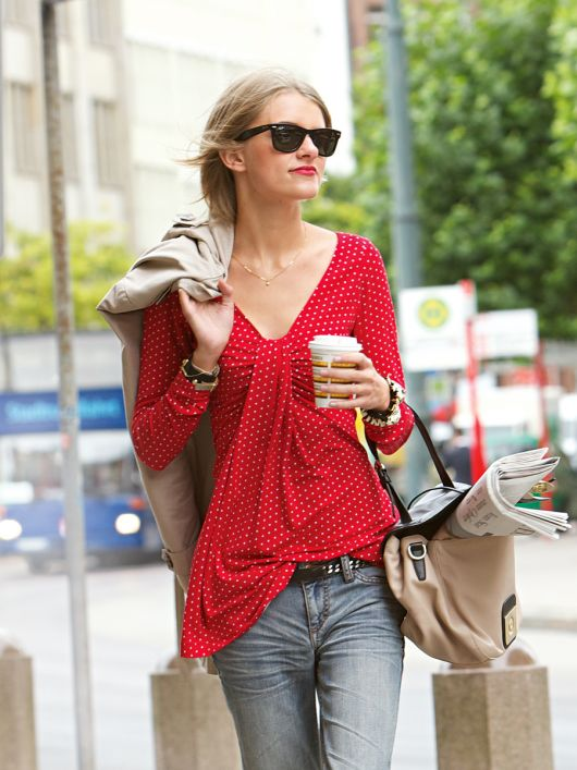 Пуловер з драпіровкою на вирізі горловини