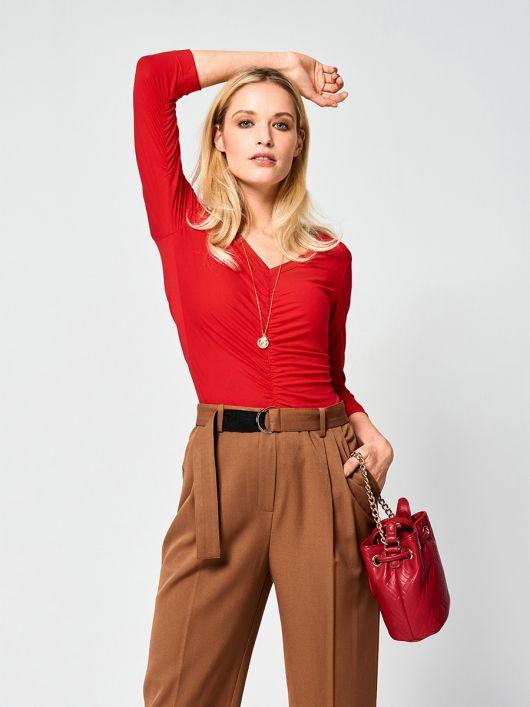 Пуловер приталеного силуету зі зборками у швах
