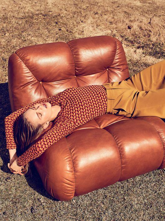 Пуловер приталеного силуету з широким вирізом