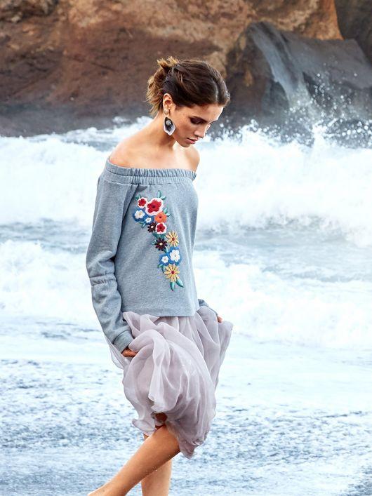 Пуловер реглан з аплікацією