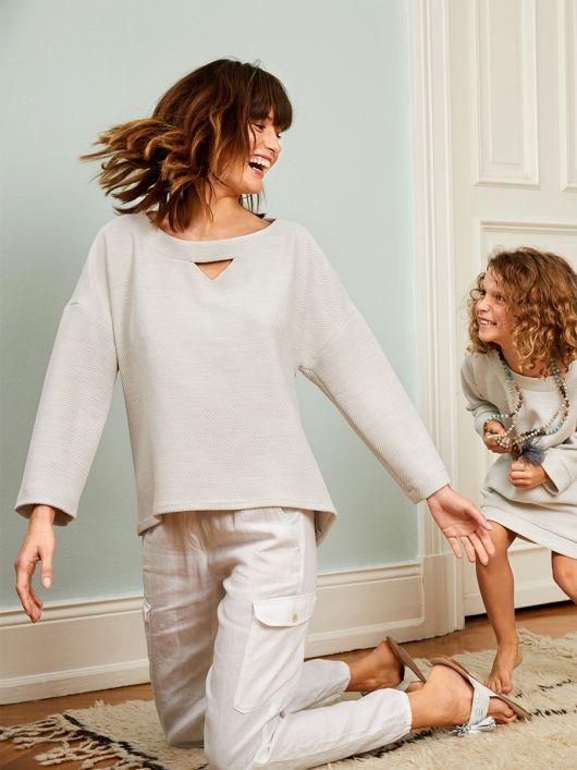 Пуловер А-силуету з асиметричним низом