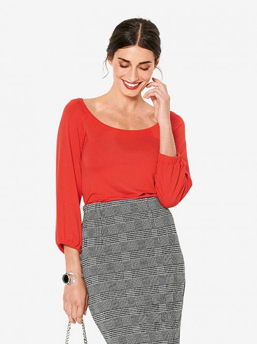 Блуза трикотажна з широким вирізом горловини
