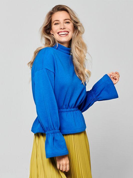 Пуловер з баскою і оборками на рукавах