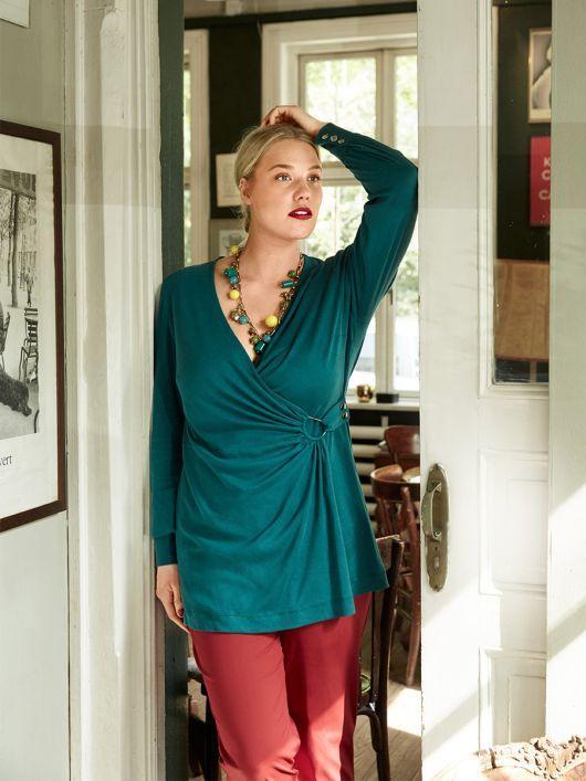 Блуза трикотажная с оригинальной застежкой