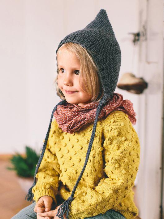 Шапка плетена з довгими зав'язками