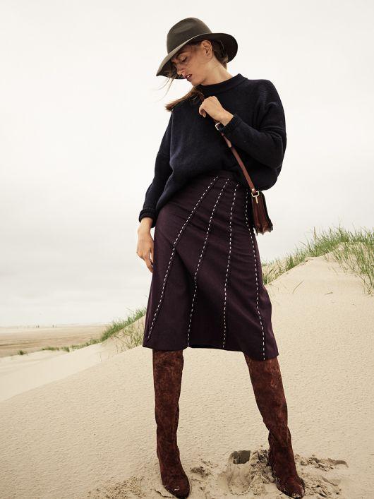 Спідниця А-силуету з рельєфними швами