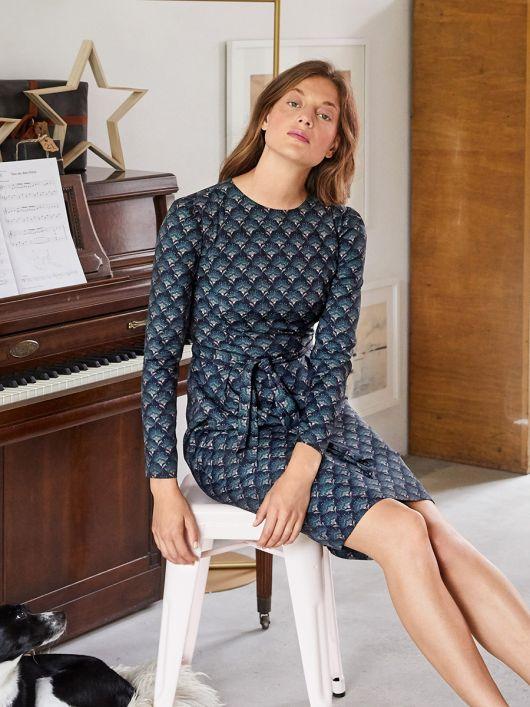 Сукня-футляр з широким поясом-бантом