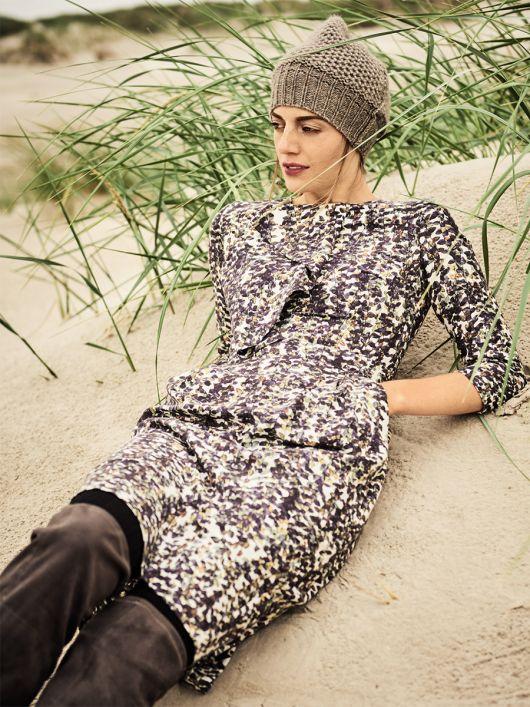 Сукня-футляр з воланом на ліфі