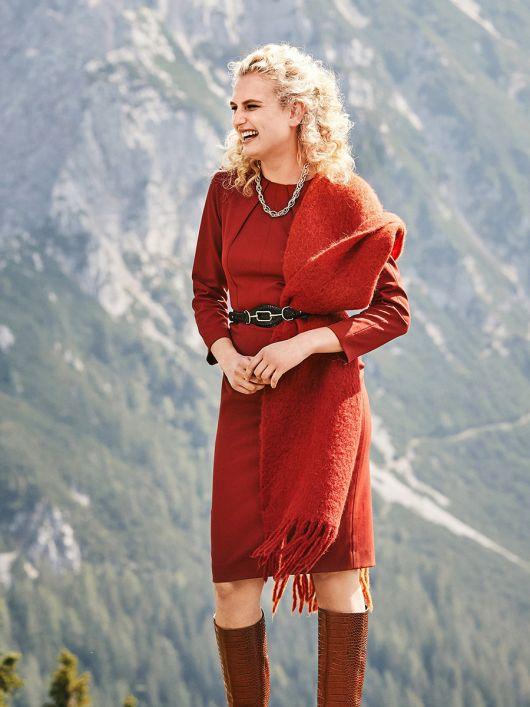 Сукня-футляр відрізна з довгими рукавами реглан
