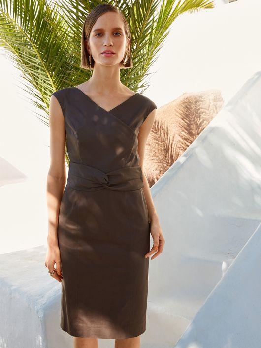 Сукня-футляр з широким фігурним поясом