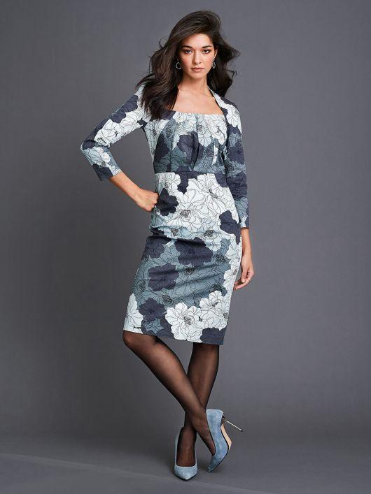 Платье-футляр с вырезом в форме трапеции