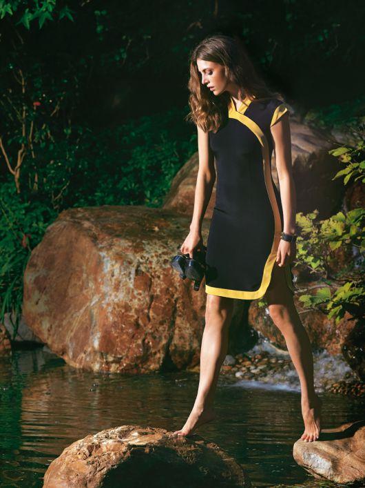 Сукня-футляр в азійському стилі з контрастними планками